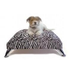 Hundesofa im Tigerdesign